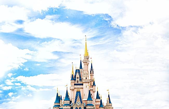 搜图123提供独家原创蓝天下的迪士尼城堡背景素材下载,此素材图片已被图片